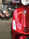 Custom Vespa Primavera Candy Red voor 2