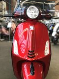 Custom Vespa Primavera Candy Red voor