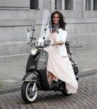 Santini San Remo scooter zwart Laura Ponticorvo