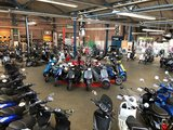 Showroom vol met elektrische scooters