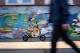 Segway B110s Elektrische scooters Geel lifestyle2