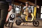 Segway B110s Elektrische scooters Geel lifestyle3