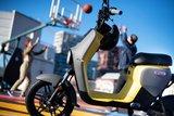 Segway B110s Elektrische scooters Geel lifestyle