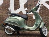 Custom Vespa Primavera Portofino Green_