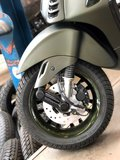 Custom Vespa Sprint Candy Army Green Voorwiel