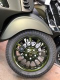 Custom Vespa Sprint Candy Army Green Velg
