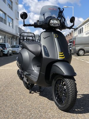 Custom Vespa Sprint Black 2 Grey Lamborghini 45km/u