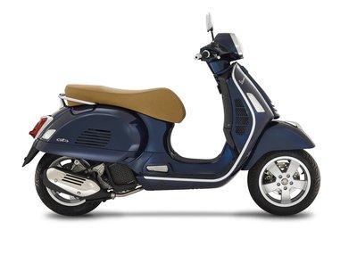 Vespa GTS 125 scooter Blue met E4