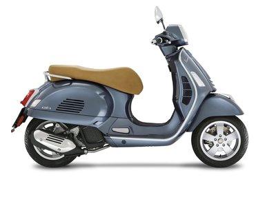 Vespa GTS 125 scooter Grigio Dolomiti E4