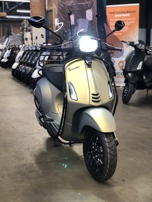 Custom Vespa Sprint Matt 18K Gold 25km/u