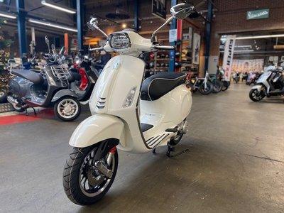 Vespa Sprint Montebianco Wit E5 I-GET scooter