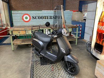 Santini e-Capri Elektrische Scooter 25km/u Matzwart 2020