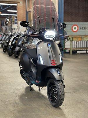 Vespa Sprint Matzwart E5 25km/u Full Option!