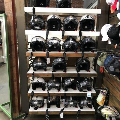 MOMO Helmen Opruiming OP = OP