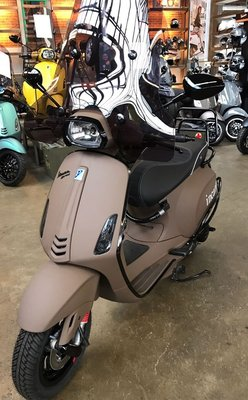 Custom Vespa Sprint-S Incanto Brown