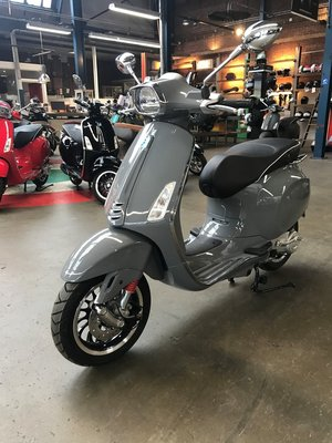 Custom Vespa Sprint Nardo Grey 45