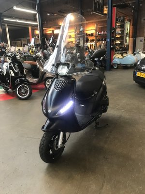 Piaggio Zip Matzwart 45 Full Option Demo
