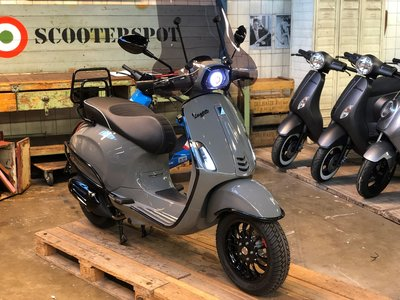 Vespa Sprint Quatum Grey