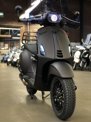 Vespa Sprint Black 2 Red