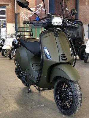 Custom Vespa Sprint Opaco Millitaire Verde 25km/u