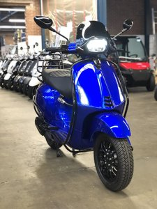 Custom Vespa Sprint Candy Blue LIMITED EDITION 25km/u