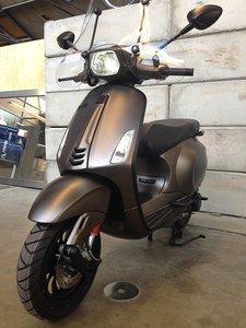 Vespa-Sprint-Opaco-Cioccolato-Scooterspot