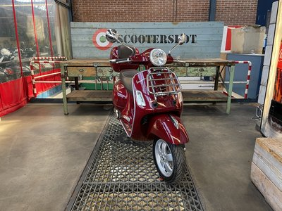 Vespa GTS 300 Touring Rosso/Rood 2017