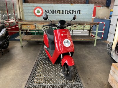 NIU N1S Rood 25km/u SHOWROOM SCOOTER