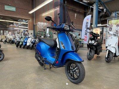 Custom Vespa Sprint Blue Vivace 45km/u
