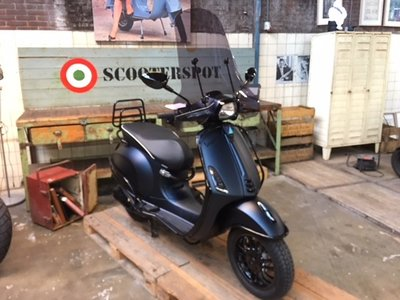 Vespa Sprint Black 2 Blue