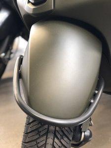 Voorspatbord beugel mat zwart Vespa Sprint/Primavera