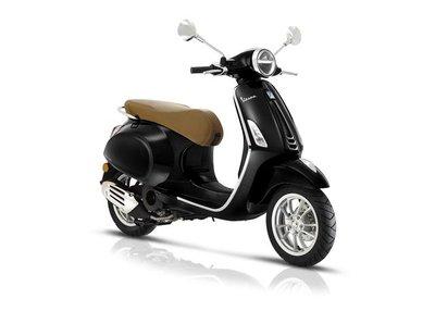 Vespa Primavera Nero Vulcano scooter zwart E5 I-GET