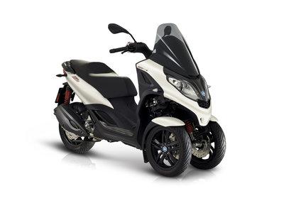 Piaggio MP3 300 HPE Sport Bianco voorzij